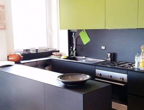 Cucina laccata e quarzo